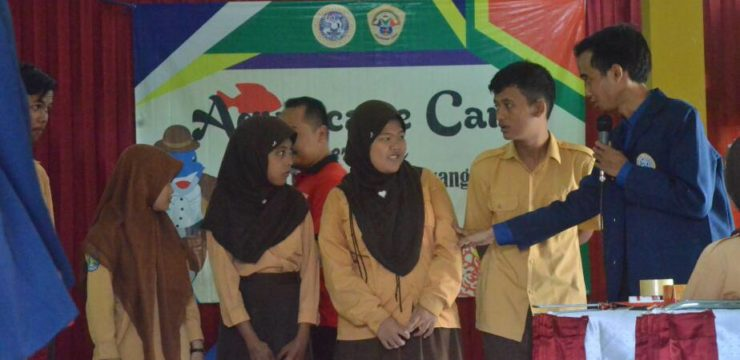 """""""ACAR"""" (AQUASCAPE CARE)  As a Means of Increasing Creativity and Communication in Children with Special Needs At SMPBL Negeri Banyuwangi"""