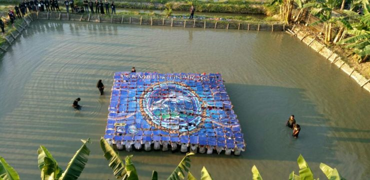Bakar Ikan Bersama Mahasiswa Baru, Momen Menyatukan Kebersamaan Civitas Fakultas Perikanan dan Kelautan UNAIR