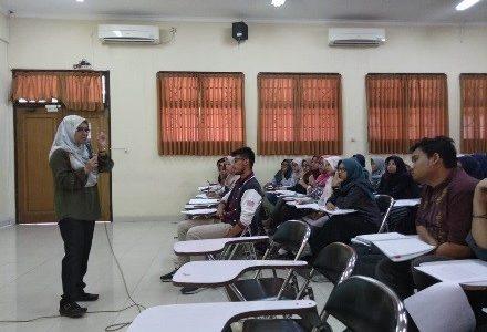 Dosen dari University Malaysia Terengganu (UMT) Berikan Kuliah Kepada Mahasiswa FPK UNAIR 2018