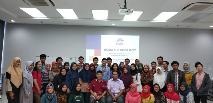 Apply the Student Center Learning Method, UMT lecturers gave a guest lecture about Aquatic Ecology at FPK UNAIR