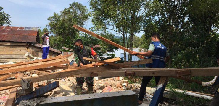 SALUT!  MAHASISWA FPK JADI RELAWAN DI RUMAH SAKIT TERAPUNG KSATRIA AIRLANGGA DI MAMUJU DAN MAJENE